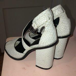 chunky snakeskin heels 🐍
